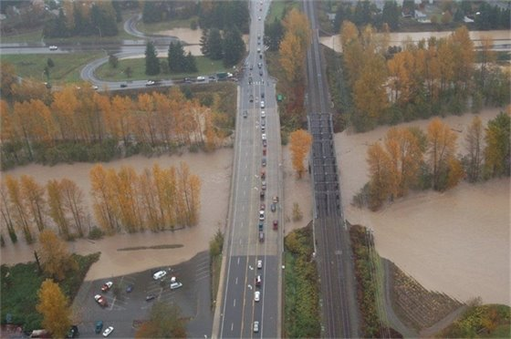 Puyallup River flooding near Hwy 410 between Sumner and Puyallup